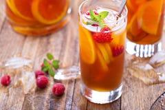Παγωμένο τσάι με το πορτοκάλι και το σμέουρο Στοκ Εικόνα