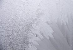 Παγωμένο φυσικό σχέδιο στο παράθυρο Στοκ φωτογραφία με δικαίωμα ελεύθερης χρήσης