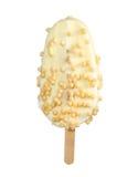 Παγωτό βανίλιας με στο λούστρο της άσπρης σοκολάτας με το ρύζι αέρα Στοκ Φωτογραφίες
