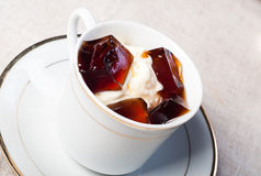 Παγωτό βανίλιας με τη ζελατίνα καφέ Στοκ Εικόνες