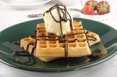 Παγωτό βανίλιας με τη σοκολάτα στοκ φωτογραφία