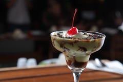 Παγωτό βανίλιας με το αβοκάντο και τη σοκολάτα Στοκ εικόνα με δικαίωμα ελεύθερης χρήσης