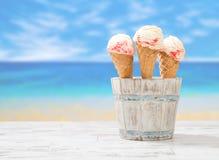 Παγωτό κυματισμών σμέουρων Στοκ φωτογραφίες με δικαίωμα ελεύθερης χρήσης