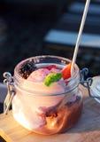 Παγωτό με τα μούρα Στοκ εικόνα με δικαίωμα ελεύθερης χρήσης