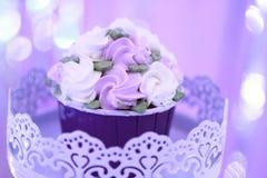 παγωτό πάγου κρέμας κώνων σοκολάτας ανασκόπησης πέρα από το λευκό βανίλιας φραουλών φυστικιών Στοκ Εικόνα