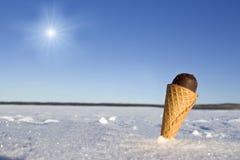 παγωτό πάγου κρέμας κώνων σοκολάτας ανασκόπησης πέρα από το λευκό βανίλιας φραουλών φυστικιών Στοκ Εικόνες
