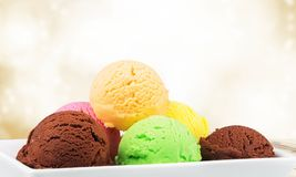 Παγωτό σοκολάτας, βανίλιας και φραουλών επάνω Στοκ Φωτογραφία