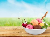 Παγωτό σοκολάτας, βανίλιας και φραουλών επάνω Στοκ εικόνες με δικαίωμα ελεύθερης χρήσης