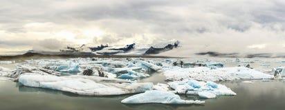Παγόβουνα λιμνών Jokulsarlon Στοκ φωτογραφία με δικαίωμα ελεύθερης χρήσης