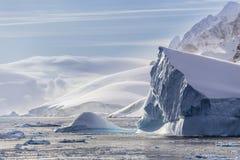 Παγόβουνα και δυτική ανταρκτική χερσόνησος Στοκ Εικόνες