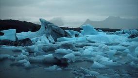 Παγόβουνα μέσα στην Ισλανδία απόθεμα βίντεο