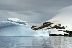 Παγόβουνα που επιπλέουν στις θάλασσες της Ανταρκτικής Στοκ Εικόνα