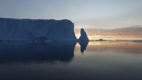 Παγόβουνα στον αρκτικό ωκεανό στη Γροιλανδία απόθεμα βίντεο