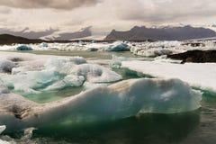 Παγόβουνα στον κόλπο Icelands Joekulsarlon Στοκ φωτογραφίες με δικαίωμα ελεύθερης χρήσης