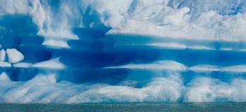 Παγόβουνα στο νερό, ο παγετώνας Perito Moreno Αργεντινοί Στοκ φωτογραφίες με δικαίωμα ελεύθερης χρήσης