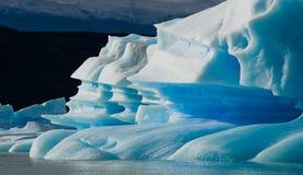 Παγόβουνα στο νερό, ο παγετώνας Perito Moreno Αργεντινοί Στοκ Εικόνες