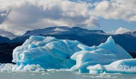 Παγόβουνα στο νερό, ο παγετώνας Perito Moreno Αργεντινοί Στοκ Εικόνα