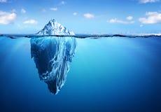 Παγόβουνο - κρυμμένοι κίνδυνος και υπερθέρμανση του πλανήτη στοκ φωτογραφία με δικαίωμα ελεύθερης χρήσης