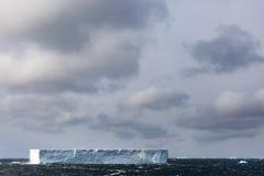 Παγόβουνο που επιπλέει στη θάλασσα Weddel Στοκ εικόνα με δικαίωμα ελεύθερης χρήσης