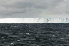 Παγόβουνο που επιπλέει στη θάλασσα Weddel Στοκ Εικόνες