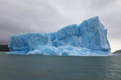 Παγόβουνο σε Lago Argentino Στοκ Εικόνες