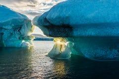 Παγόβουνο στις ακτές Novaya Zemlya Στοκ φωτογραφία με δικαίωμα ελεύθερης χρήσης