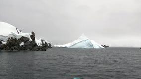 Παγόβουνο στον ωκεανό της Ανταρκτικής φιλμ μικρού μήκους