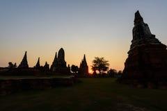 Παγόδα σκιαγραφιών σε Wat Chaiwatthanaram σε Ayutthaya, Ταϊλάνδη Στοκ Φωτογραφία