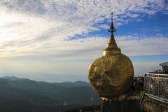 Παγόδα Kyaiktiyo, χρυσός βράχος, το Μιανμάρ Βιρμανία Στοκ εικόνα με δικαίωμα ελεύθερης χρήσης