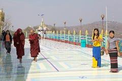 Παγόδα αντικνημίων Oo Pone Nya Sone, το Μιανμάρ στοκ φωτογραφία