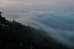 Παγόδα και ομίχλη στοκ εικόνες