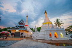 παγόδα στο ηλιοβασίλεμα σε Wat Phra που Doi Kong MU, γιος της Mae Hong στοκ εικόνες με δικαίωμα ελεύθερης χρήσης