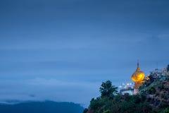 Παγόδα Kyaiktiyo ή χρυσός βράχος στο Μιανμάρ Στοκ εικόνες με δικαίωμα ελεύθερης χρήσης
