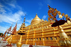 Παγόδα Shwezigon, διάσημη για το stupa χρυσός-φύλλων του σε Bagan Στοκ Φωτογραφίες