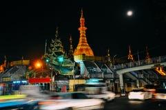 Παγόδα Sule τη νύχτα σε Yangon στοκ εικόνα