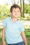 Παιδί αγοριών το καλοκαίρι πάρκων λιβαδιών Στοκ φωτογραφία με δικαίωμα ελεύθερης χρήσης