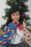 Παιδί ευτυχές πέρα από το χριστουγεννιάτικο δέντρο Στοκ Εικόνες