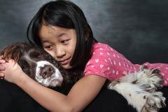 Παιδί και σκυλί Στοκ φωτογραφία με δικαίωμα ελεύθερης χρήσης