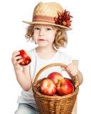 παιδί καλαθιών μήλων Στοκ εικόνες με δικαίωμα ελεύθερης χρήσης