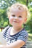 Παιδί, καλοκαίρι μικρών παιδιών, παιδική χαρά άνοιξης Στοκ Φωτογραφία