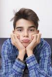 Παιδί με μια έκφραση της πλήξης ή της κούρασης στοκ φωτογραφία με δικαίωμα ελεύθερης χρήσης