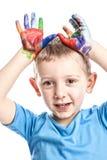 παιδί με τα ζωηρόχρωμα χέρια μελανιού Στοκ εικόνα με δικαίωμα ελεύθερης χρήσης