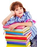 Παιδί με τη στοίβα των βιβλίων. στοκ εικόνες