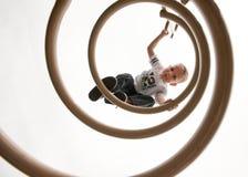 Παιδί που αναρριχείται στην παιδική χαρά Στοκ εικόνα με δικαίωμα ελεύθερης χρήσης