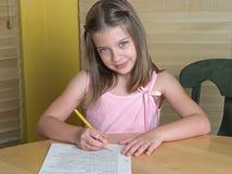 παιδί που κάνει την εργασί&a Στοκ φωτογραφία με δικαίωμα ελεύθερης χρήσης