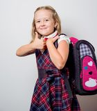 παιδί σε μια σχολική στολή Στοκ φωτογραφία με δικαίωμα ελεύθερης χρήσης