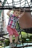 Παιδί στην αναρρίχηση καθαρή στοκ εικόνα με δικαίωμα ελεύθερης χρήσης