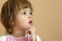παιδί στοχαστικό Στοκ εικόνα με δικαίωμα ελεύθερης χρήσης