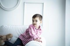 Παιδί στο πουκάμισο, πορτρέτο Στοκ Εικόνες