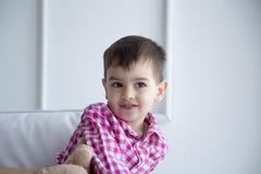 Παιδί στο πουκάμισο, πορτρέτο Στοκ Εικόνα